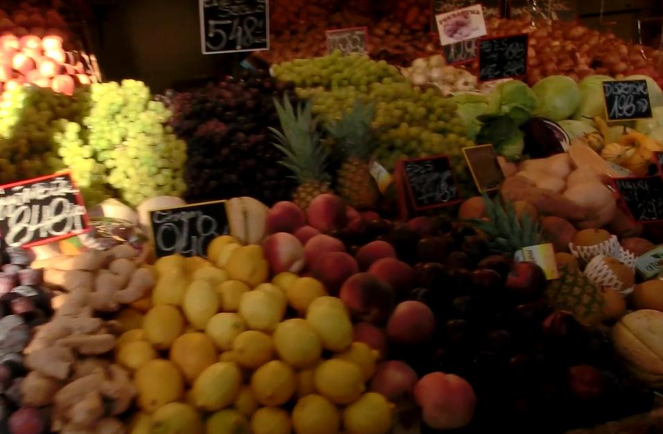 ブダペスト中央市場のフルーツ屋さん