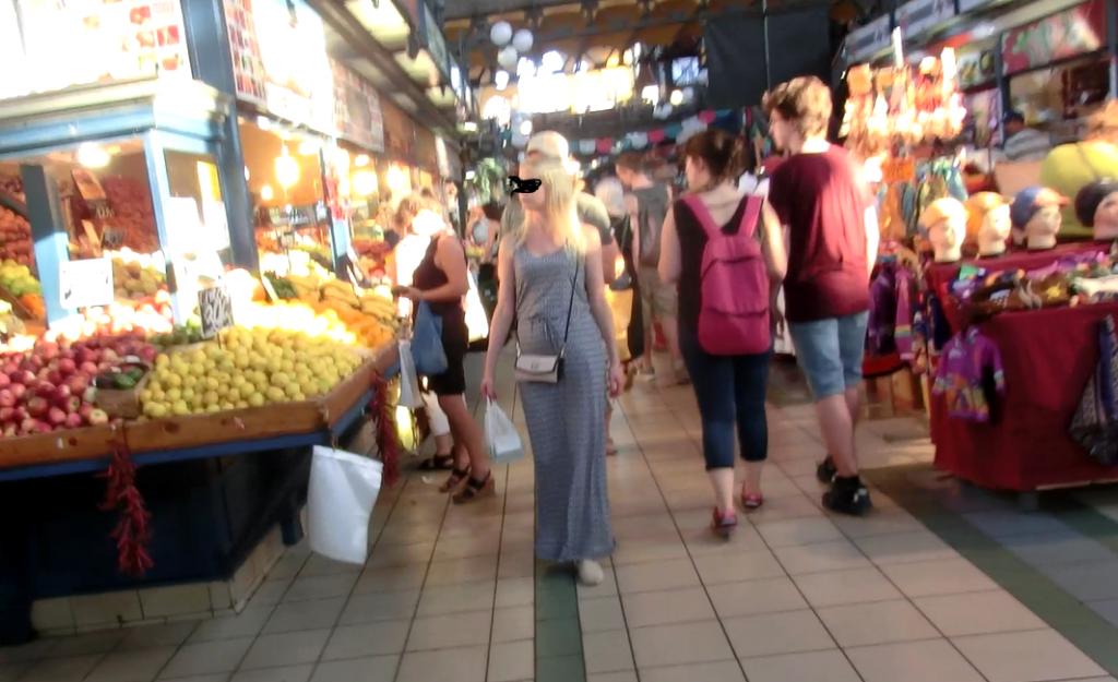 広すぎるブダペスト中央市場の様子