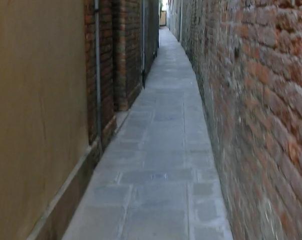 ヴェネツィア本島のヴァポレット乗り場までの道