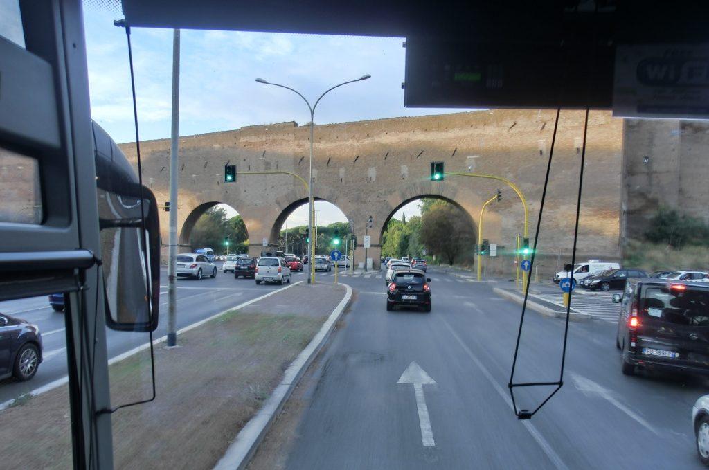 フィウミチーノ空港からテルミニ駅までのバスからの眺め