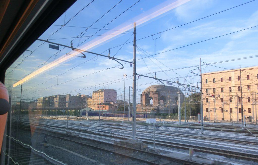 ローマからフィレンツェまで移動するイタロの様子