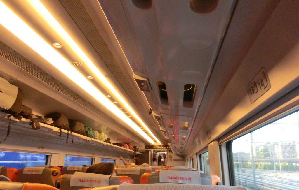 ローマからフィレンツェまで移動するイタロ車内