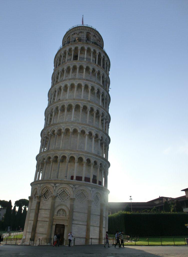 世界遺産ピサの斜塔の高さは?