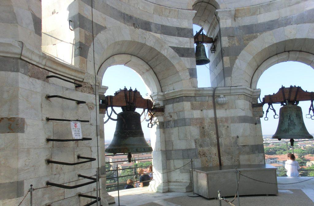 ピサの斜塔のてっぺんにある鐘