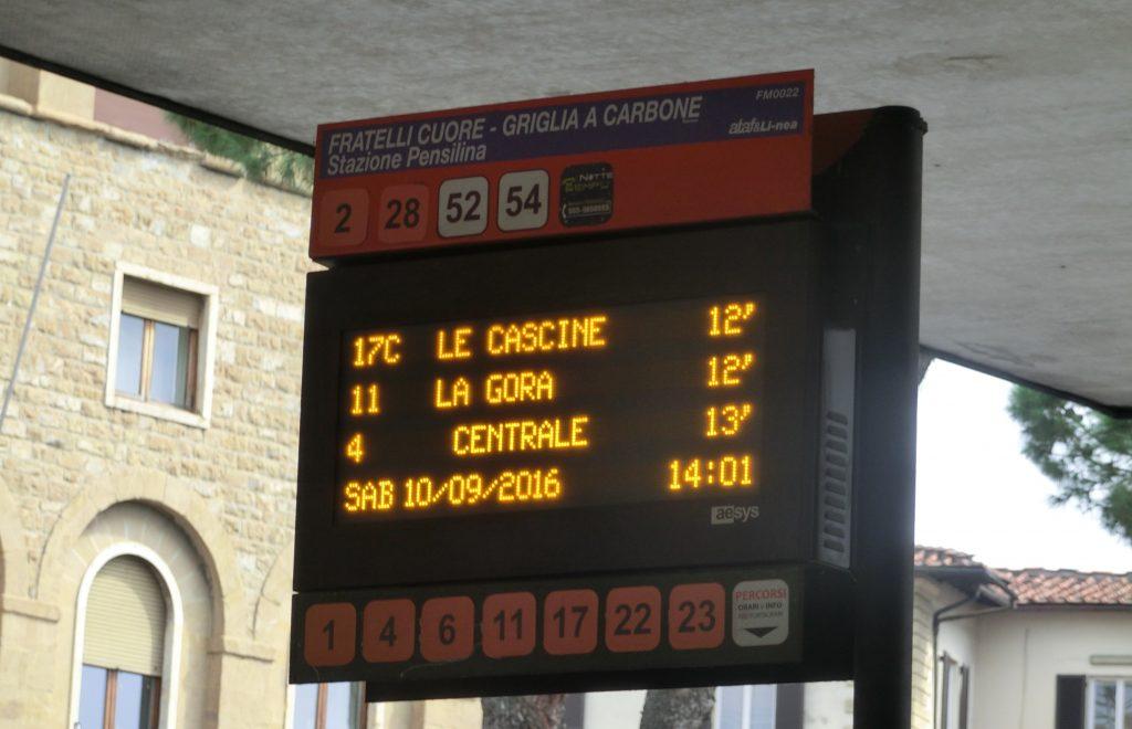 フィレンツェのバス停の電光掲示板