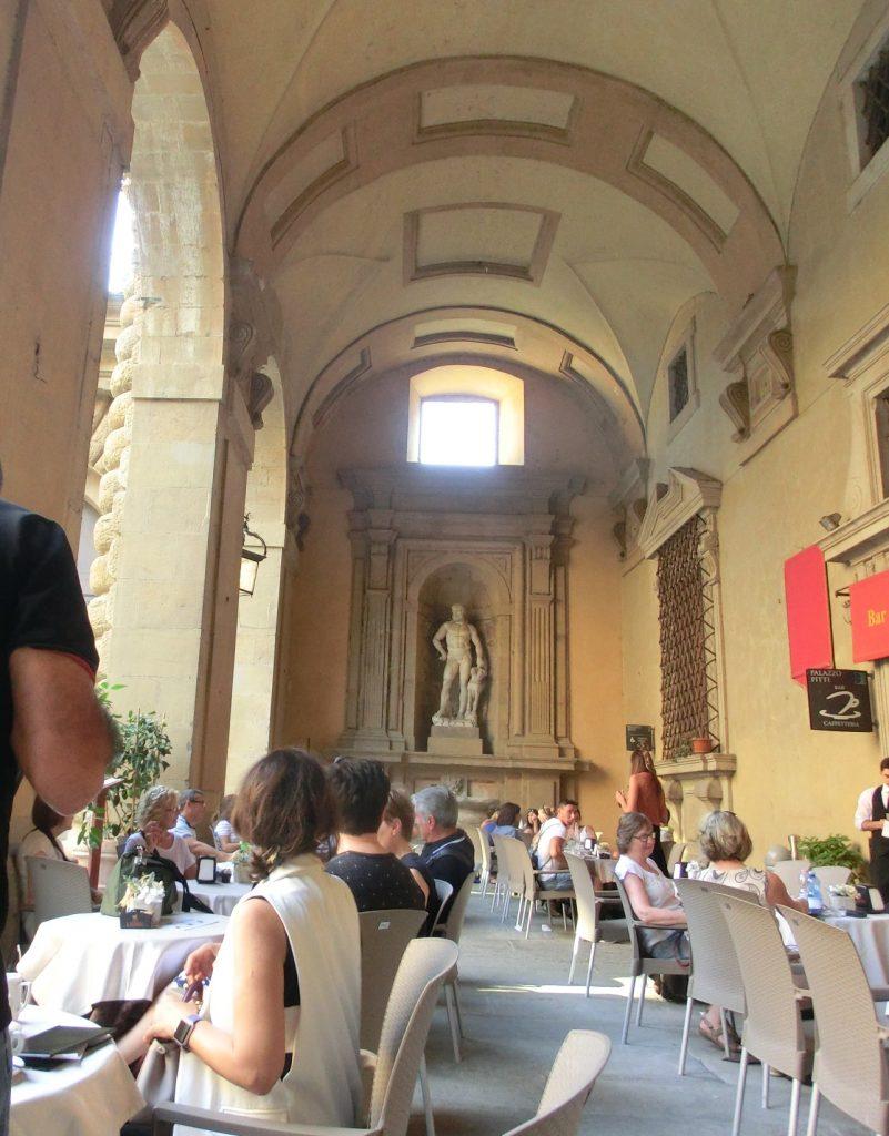 フィレンツェのボーボリ庭園のおしゃれカフェ