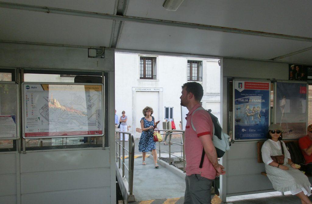 ブラーノ島行きのヴァポレット乗り場