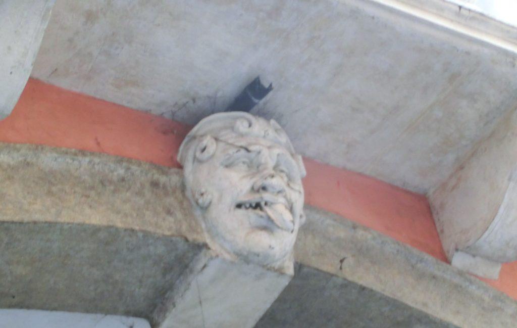 パドヴァ観光中のパドヴァの面白い建物の装飾
