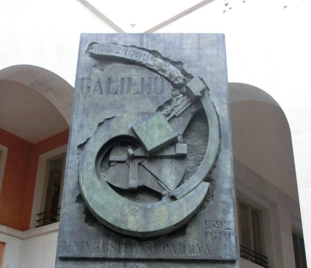 パドヴァ大学で講義したことがあるガリレオガリレイの石碑