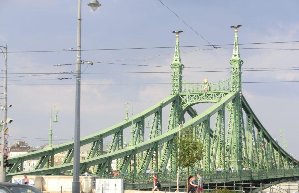 ブダペスト、ゲッレールト温泉の近くの自由橋
