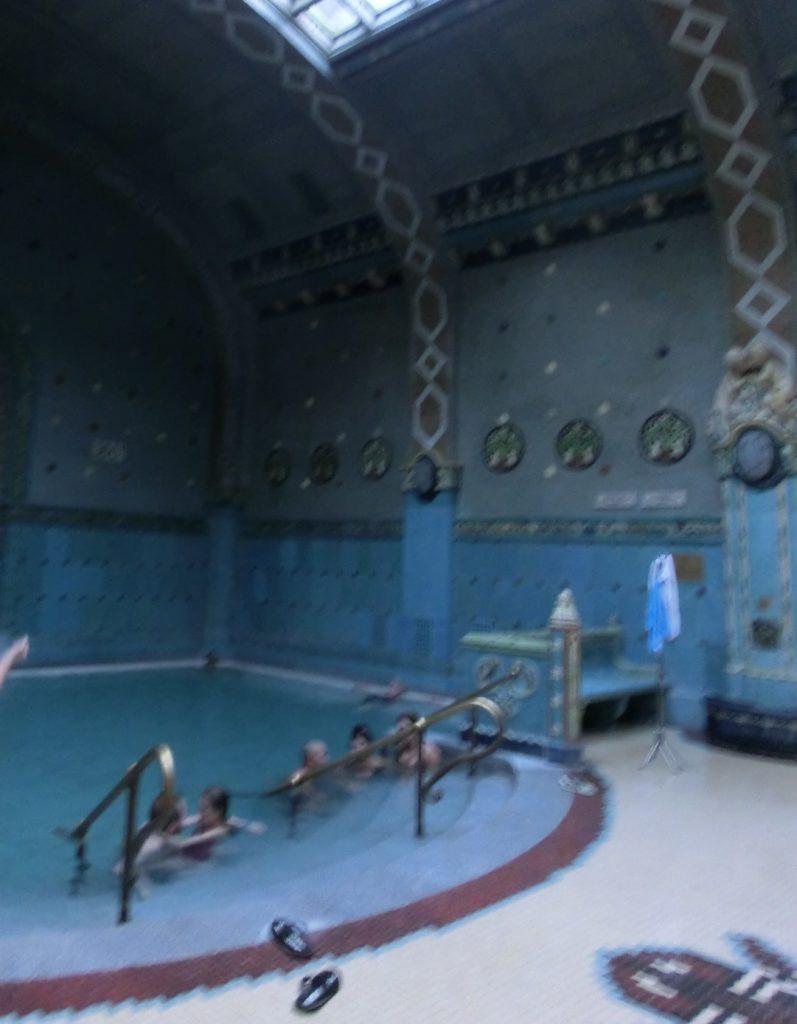 ブダペストのゲッレールト温泉の40℃の温泉