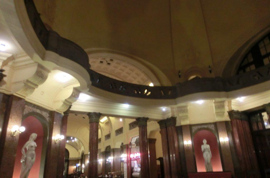 ブダペストのゲッレールト温泉のロビー