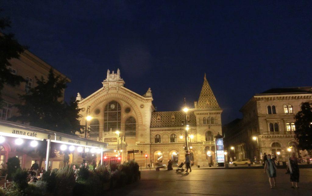 夜の雰囲気がステキなブダペスト中央市場