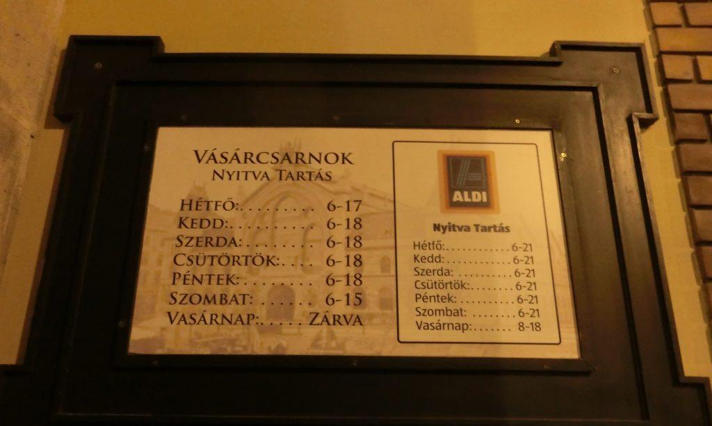 ブダペスト中央市場の看板