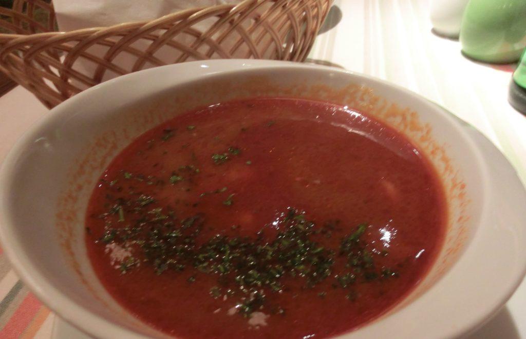 ブダペストの人気レストラン「メンザ(Menza)」のグヤーシュ
