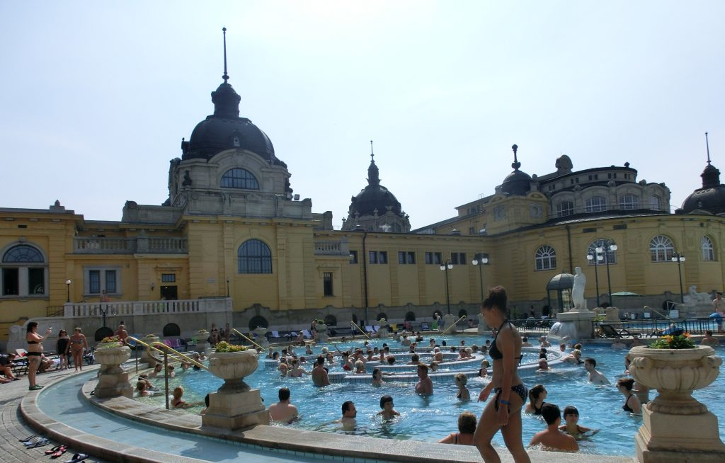 ブダペスト「セーチェーニ温泉」の流れるプール