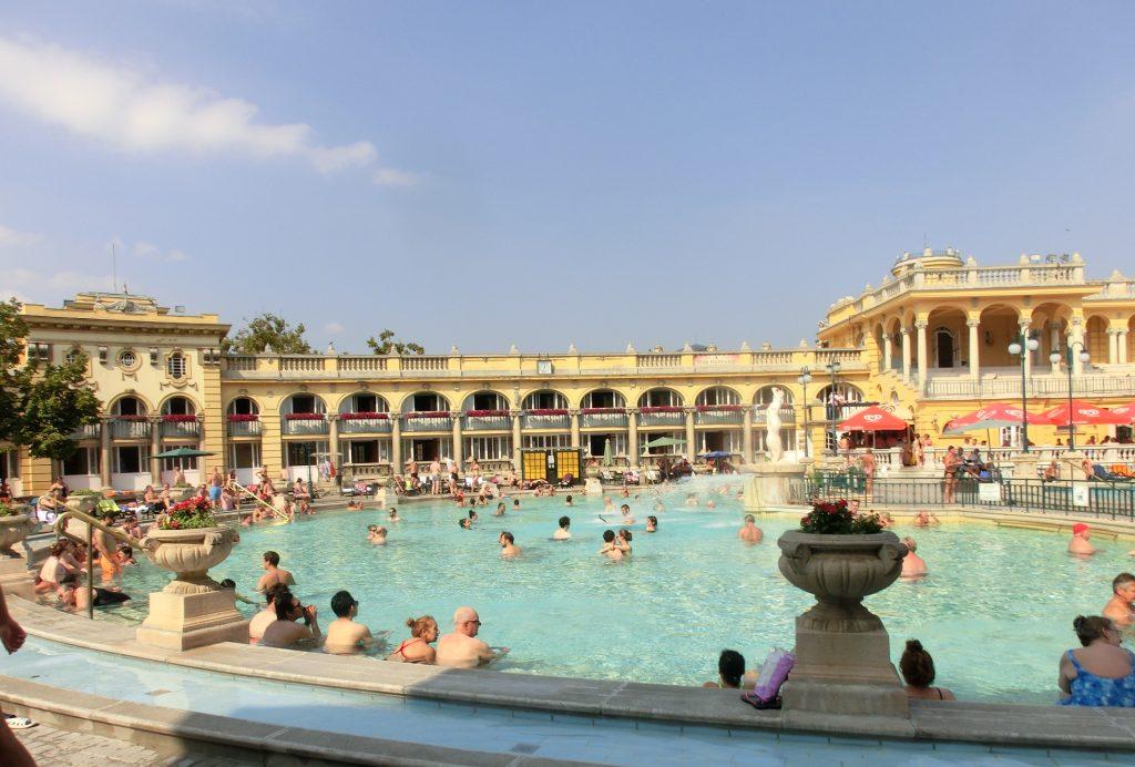 ブダペスト「セーチェーニ温泉」所要時間5時間で大満喫