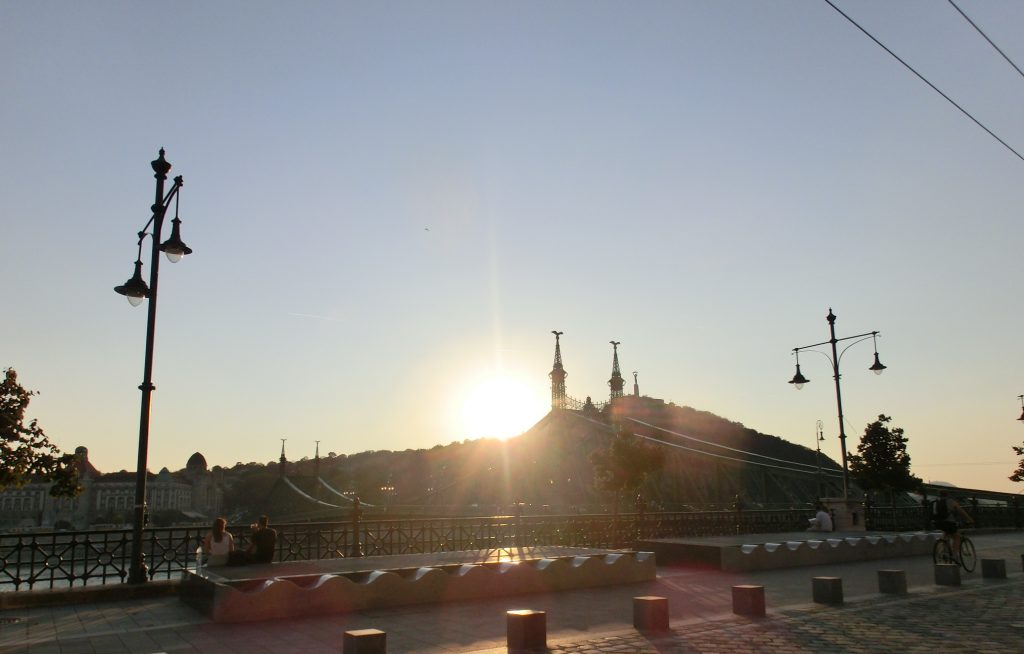 夕日に照らされるハンガリーのブダペスト
