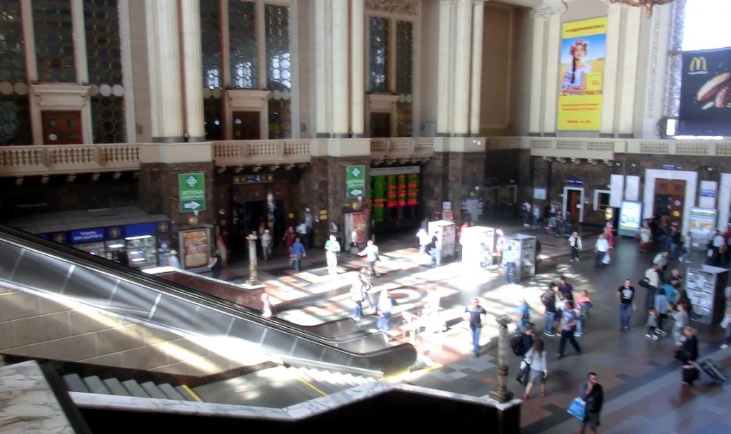 ウクライナのキエフ中央駅の内部