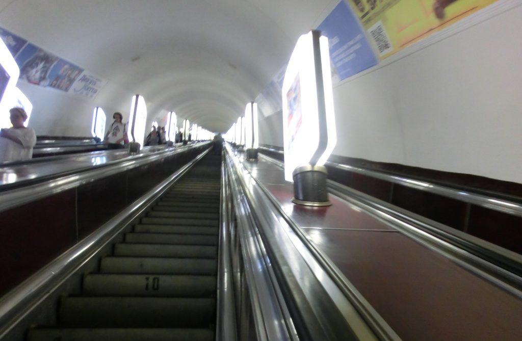 キエフの観光で使った地下鉄の駅のエスカレーター
