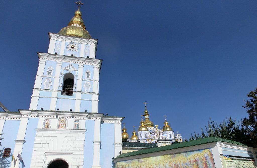 キエフの観光「聖ミハイルの黄金ドーム修道院」の建物