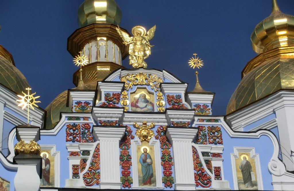 キエフの観光「聖ミハイルの黄金ドーム修道院」の屋根の装飾