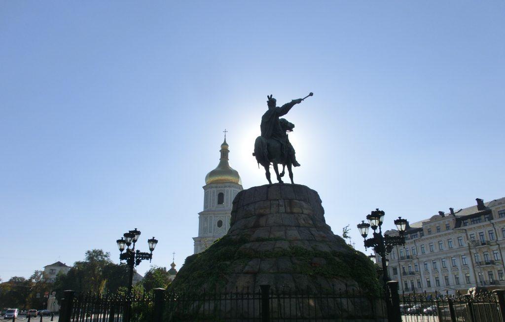 キエフの観光・街中のカッコいい銅像