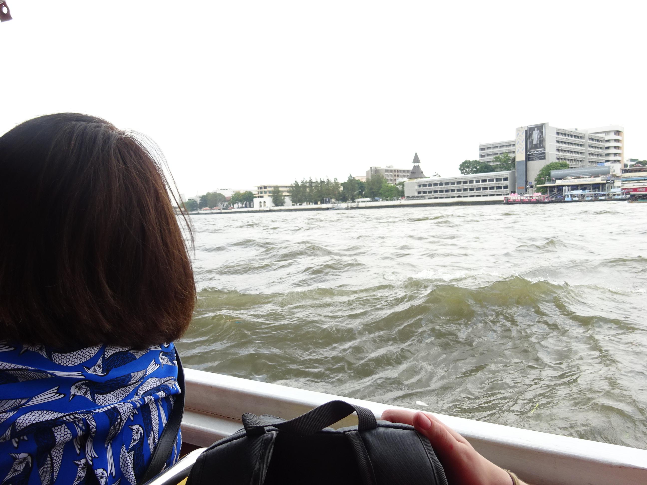 バンコクの水上バスからのチャオプラヤ川
