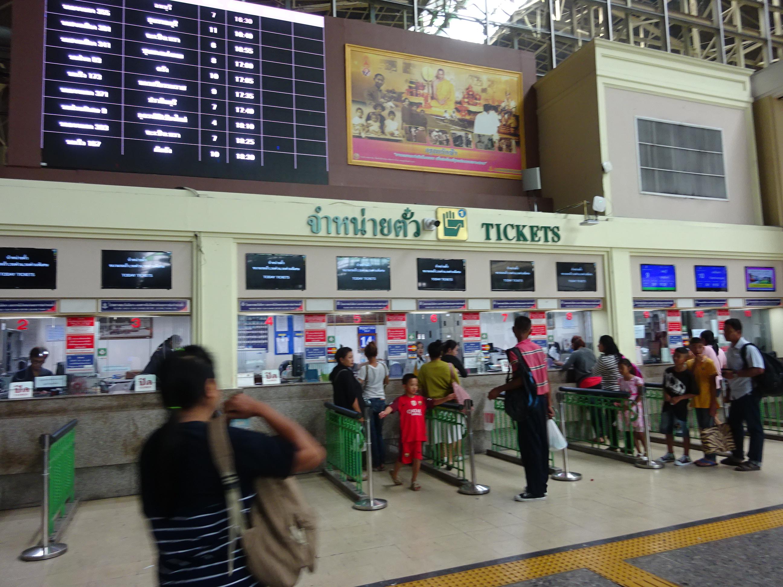バンコクからラオス行きのチケットを買うチケット売り場