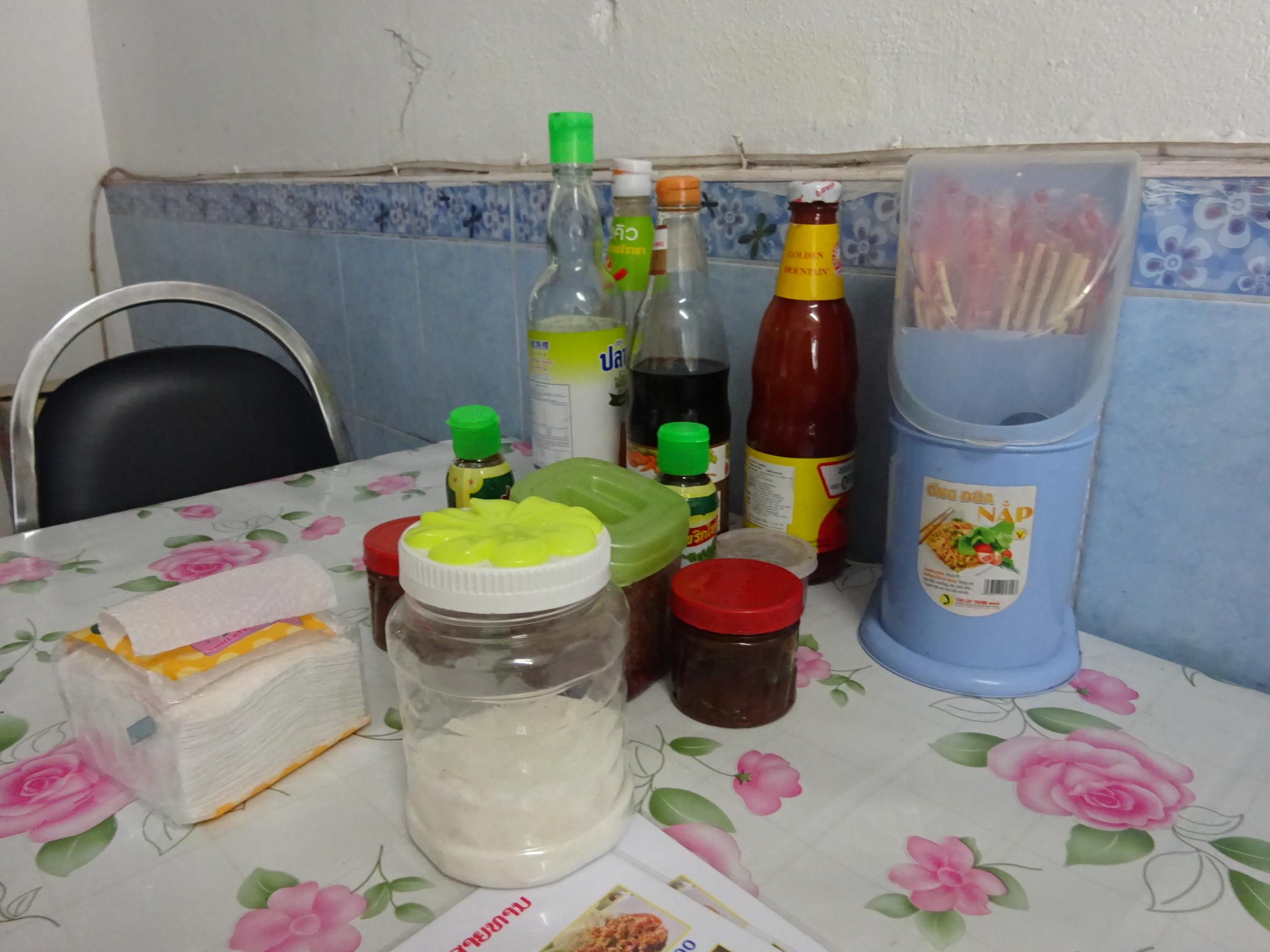 ラオスのレストランの調味料