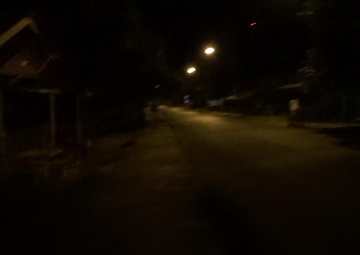 バンビエンの通りは夜は真っ暗