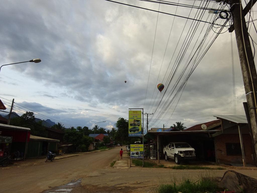 バンビエンの空を飛ぶ気球