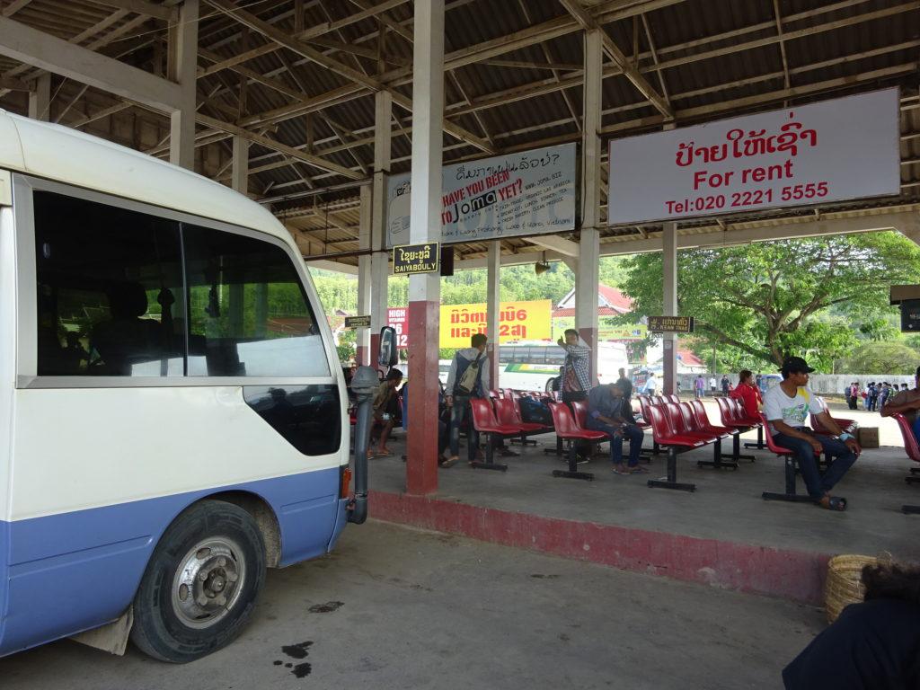 バンビエンからルアンパバーン行きのバス到着場所