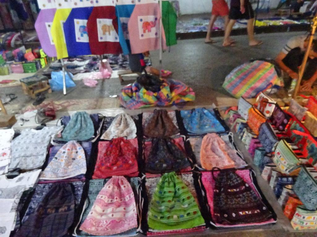 ルアンパバーンの「ナイトマーケット」のバッグ