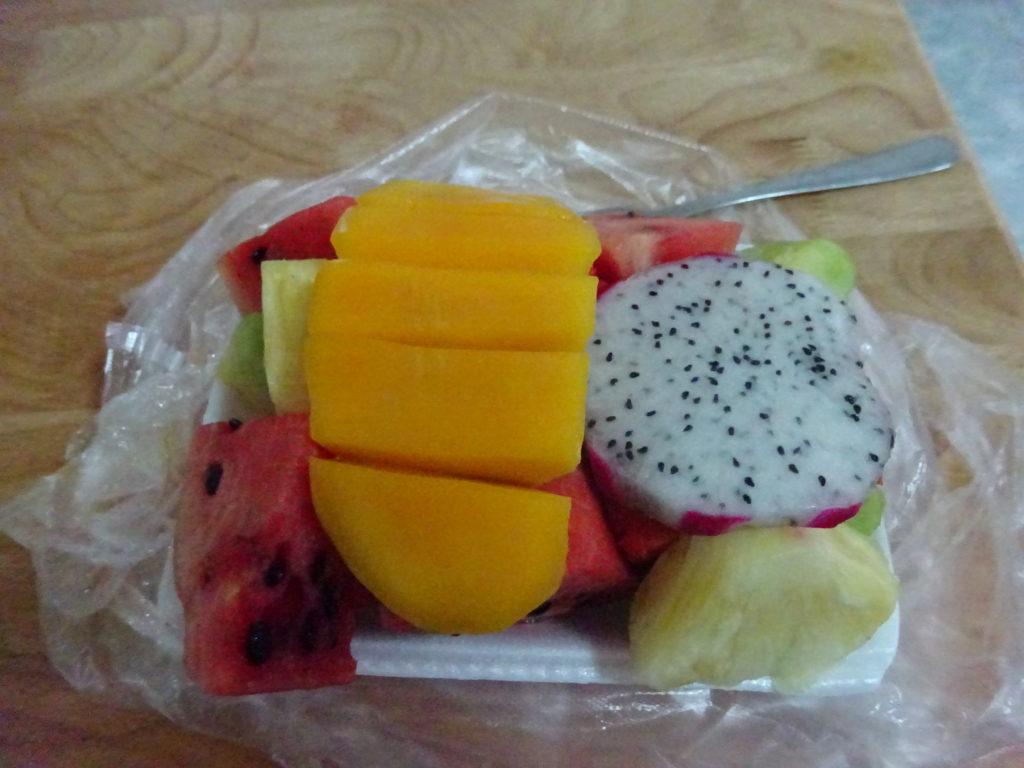 ルアンパバーンの「ナイトマーケット」の「フルーツ盛り合わせ」