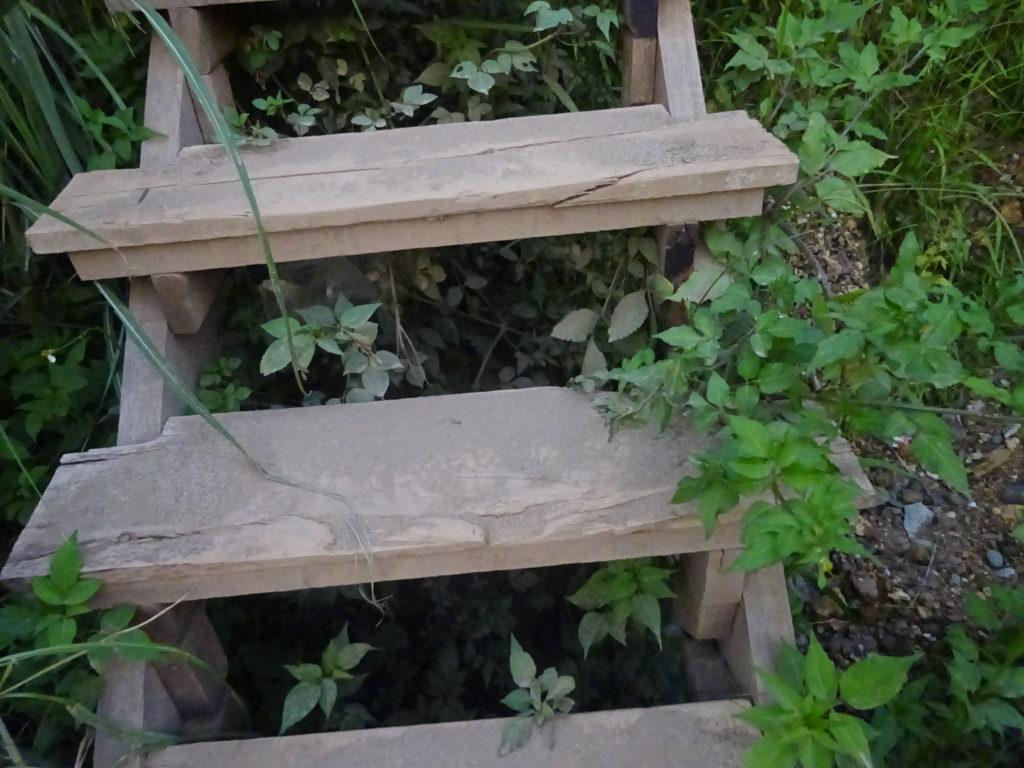 ルアンパバーンのおしゃれレストランに続く階段