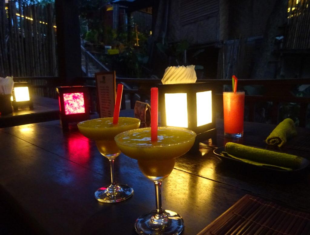 ルアンパバーンおしゃれレストランのカクテル