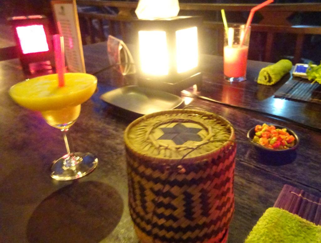 ルアンパバーンおしゃれレストランの器