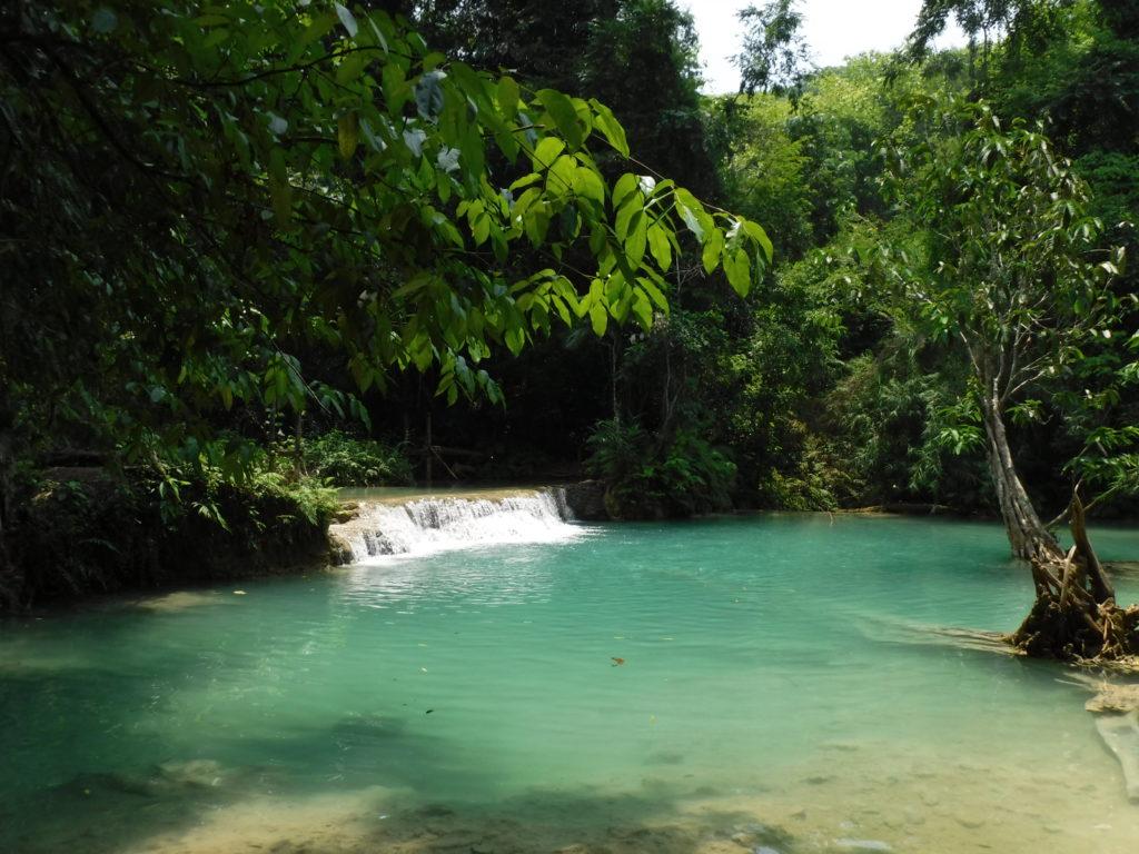ラオス・ルアンパバーン「クアンシーの滝」青い水