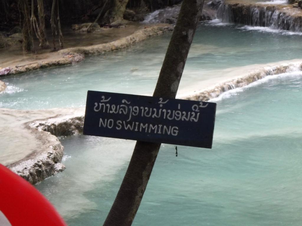 ラオス・ルアンパバーン「クアンシーの滝」の注意書き