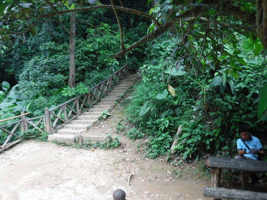 ラオス・ルアンパバーン「クアンシーの滝」トレッキングコース入口
