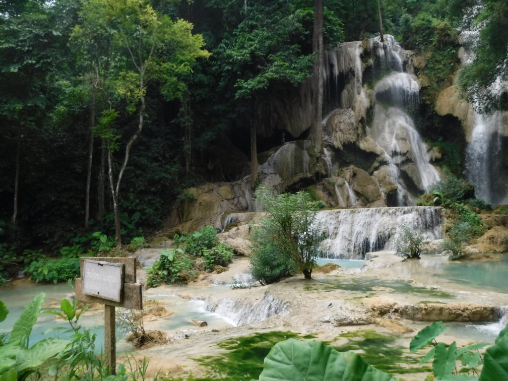ラオス・ルアンパバーン「クアンシーの滝」の滝つぼ