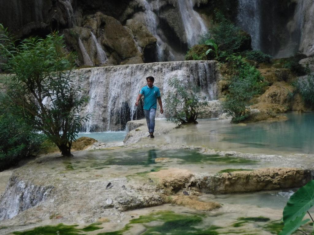 ラオス・ルアンパバーン「クアンシーの滝」にいたお兄さん