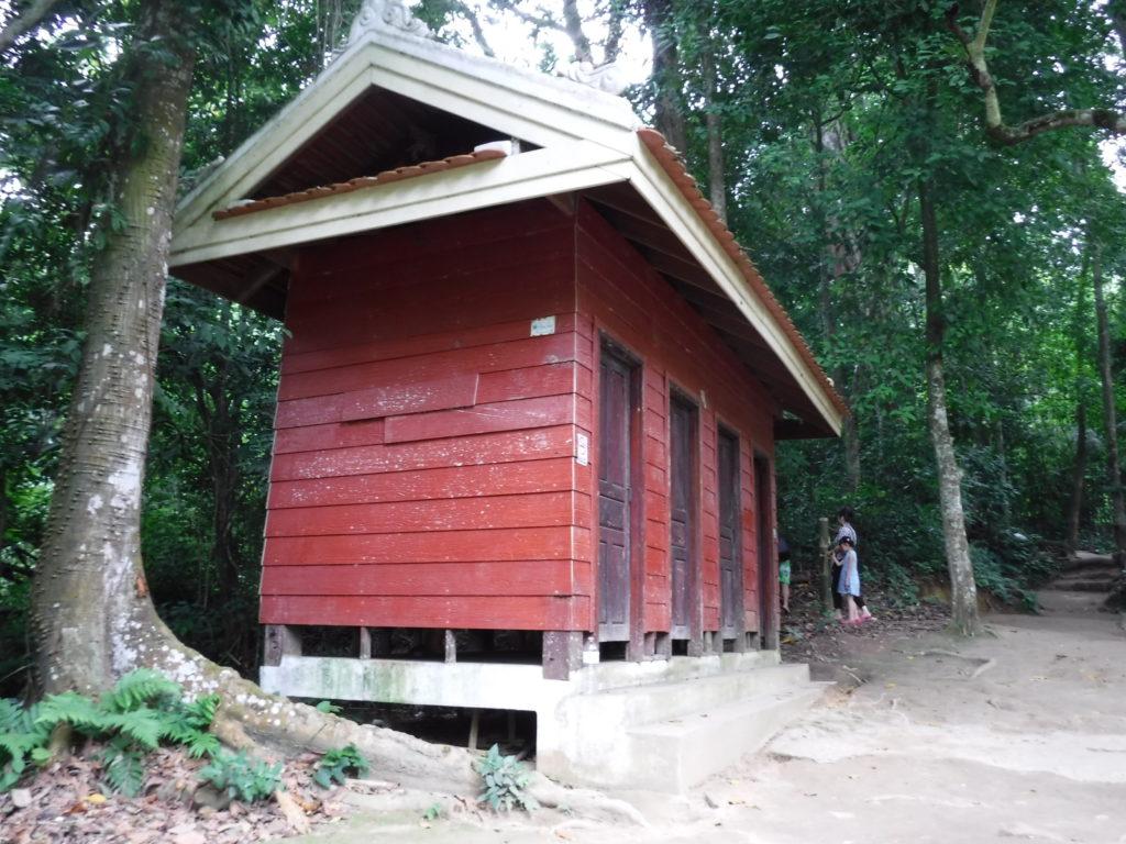ラオス・ルアンパバーン「クアンシーの滝」の着替えが出来る小屋