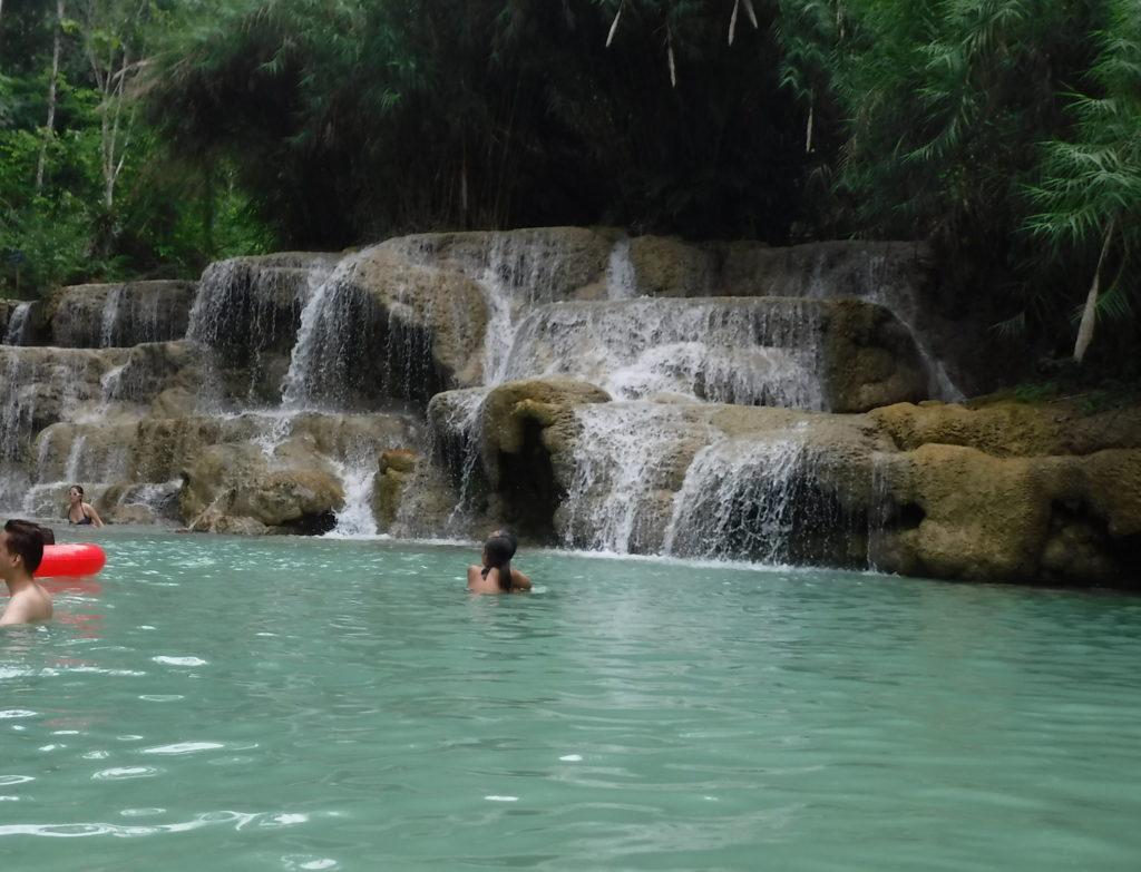 寒すぎるラオス・ルアンパバーン「クアンシーの滝」