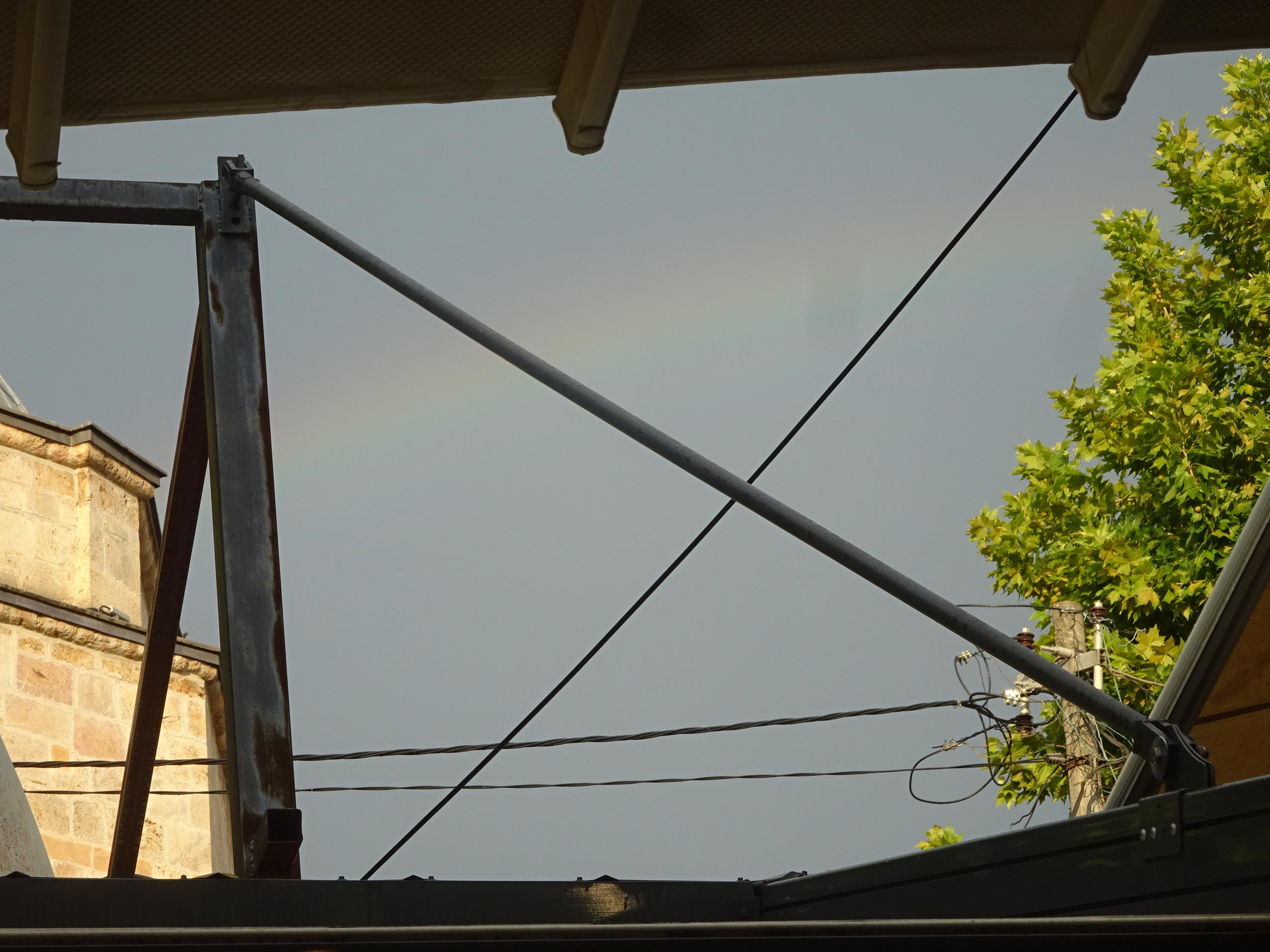 プリズレンの観光で見た空にかかる虹