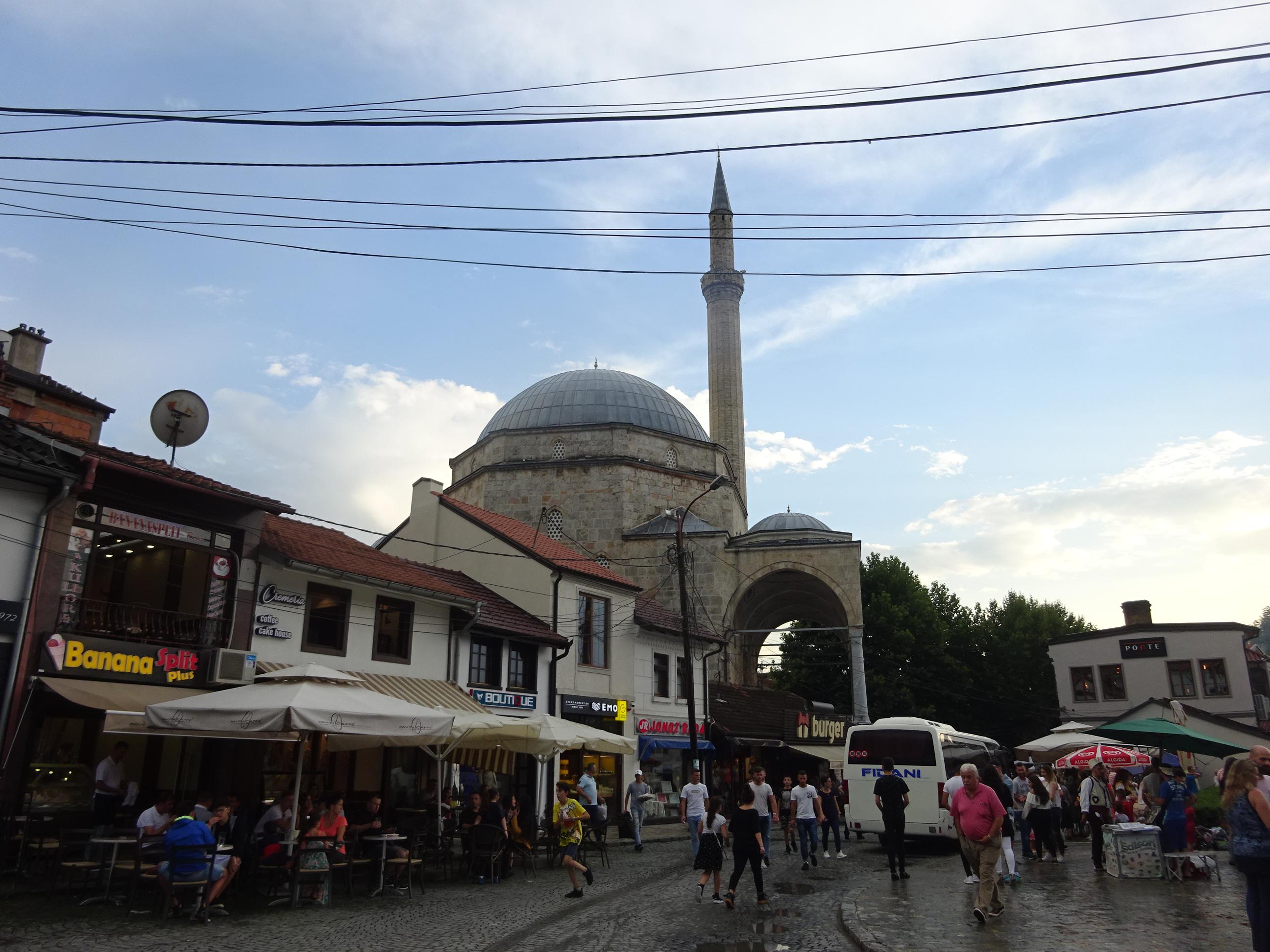 プリズレンの観光で見た大きなモスク