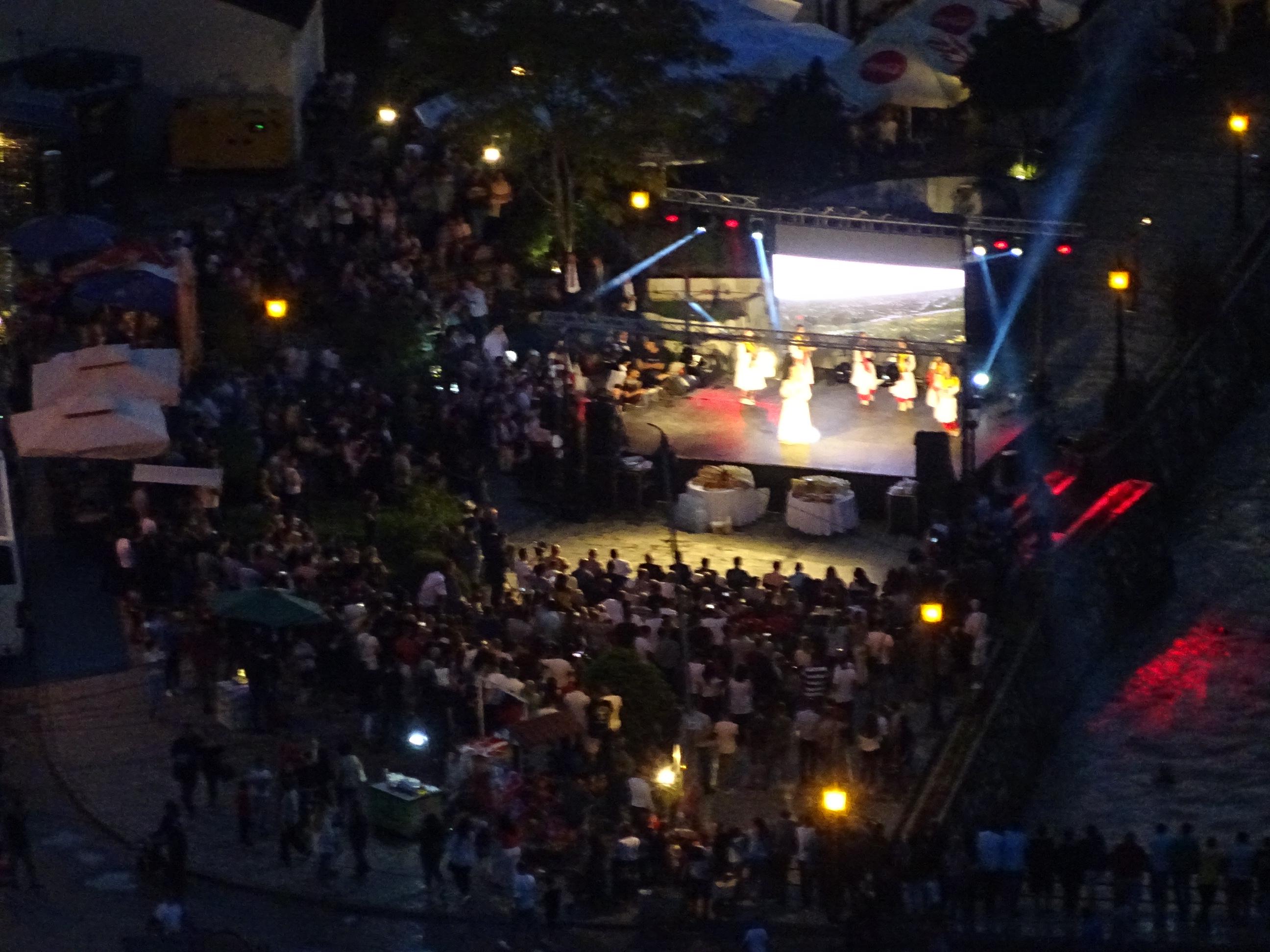プリズレンの観光「プリズレン要塞」から見えたコンサート