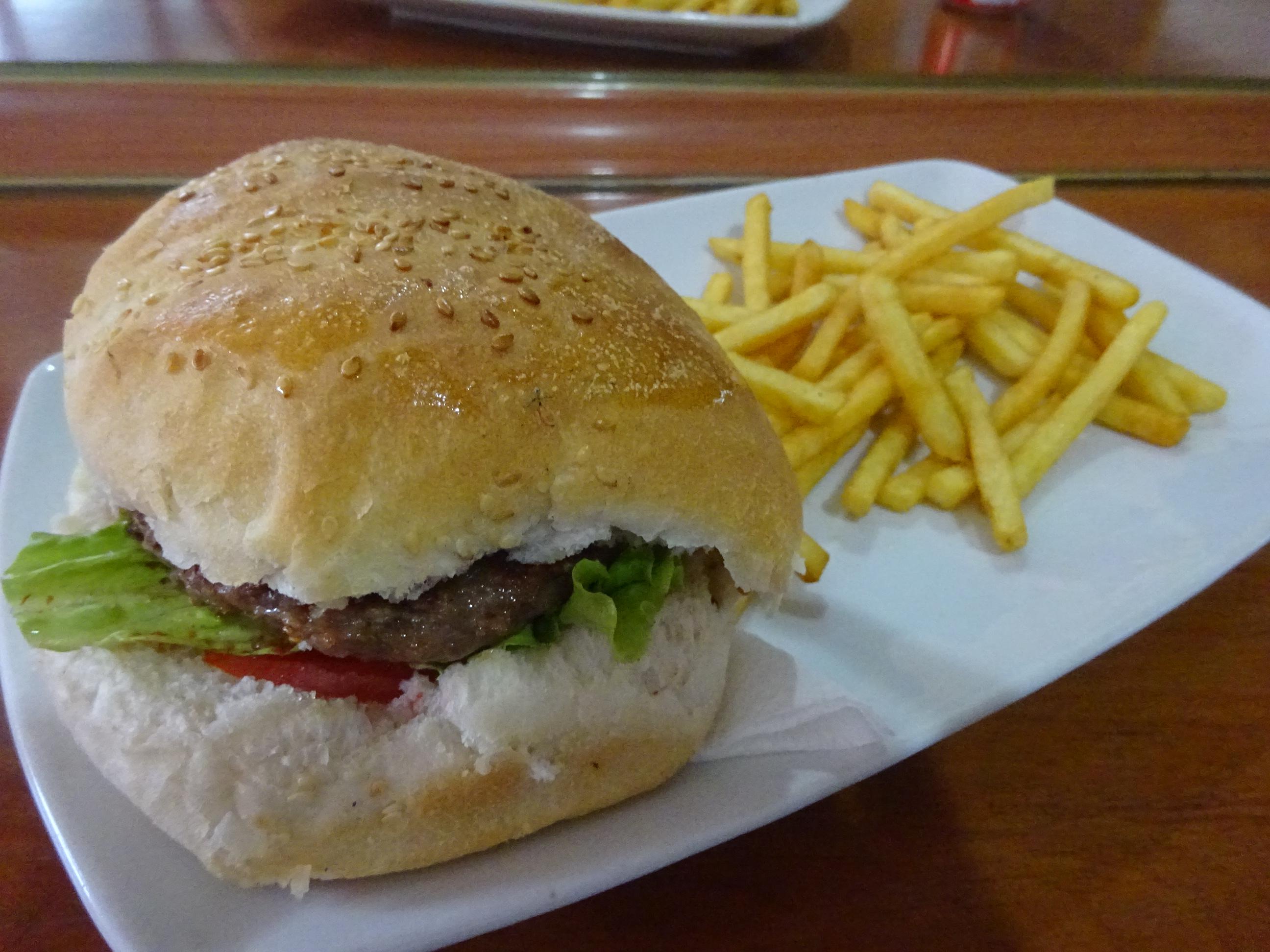 コソボのプリシュティのハンバーガー