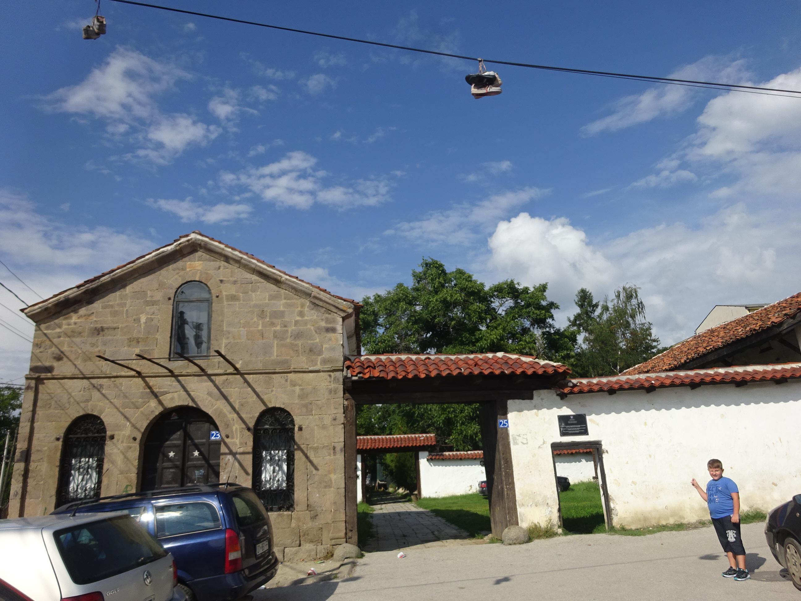 コソボの首都プリシュティナ観光スポット「民族博物館」入り口